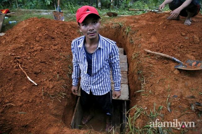 Flycam: Cận cảnh hiện trường cứu hộ vụ sạt lở đất vùi lấp 53 người ở Quảng Nam - Ảnh 6.