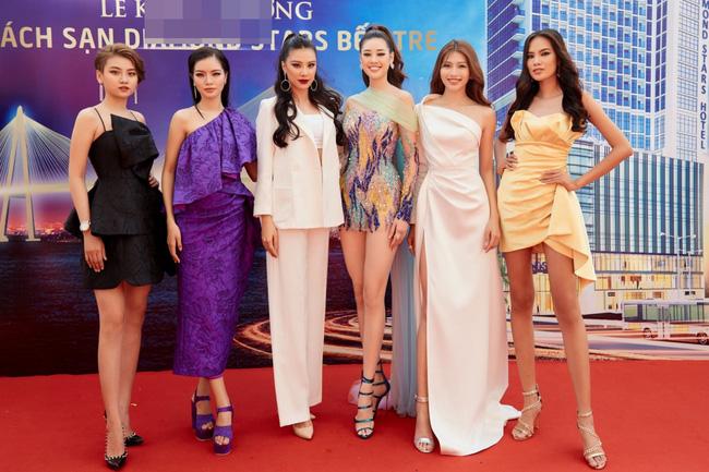 Hoa hậu Khánh Vân gợi cảm với váy ngắn xuyên thấu, thần thái ngút ngàn giữa dàn người đẹp - Ảnh 11.