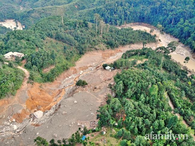 Flycam: Cận cảnh hiện trường cứu hộ vụ sạt lở đất vùi lấp 53 người ở Quảng Nam - Ảnh 8.