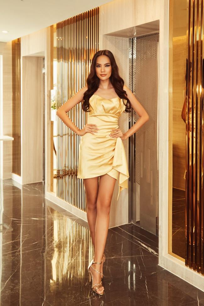 Hoa hậu Khánh Vân gợi cảm với váy ngắn xuyên thấu, thần thái ngút ngàn giữa dàn người đẹp - Ảnh 9.