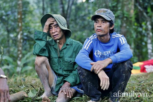 Flycam: Cận cảnh hiện trường cứu hộ vụ sạt lở đất vùi lấp 53 người ở Quảng Nam - Ảnh 10.