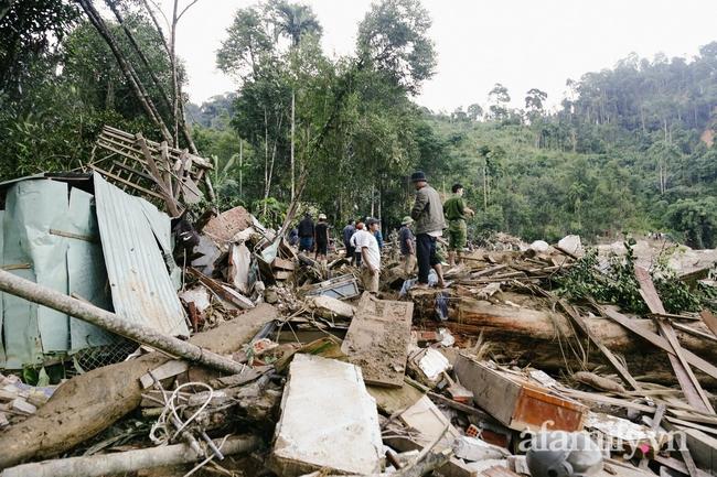 Flycam: Cận cảnh hiện trường cứu hộ vụ sạt lở đất vùi lấp 53 người ở Quảng Nam - Ảnh 1.