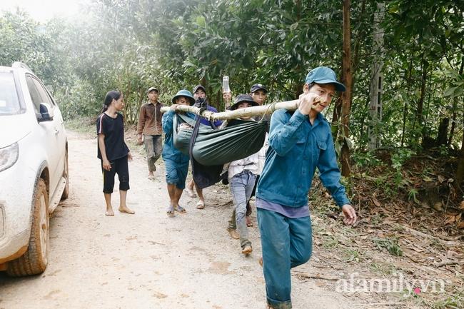 Flycam: Cận cảnh hiện trường cứu hộ vụ sạt lở đất vùi lấp 53 người ở Quảng Nam - Ảnh 12.