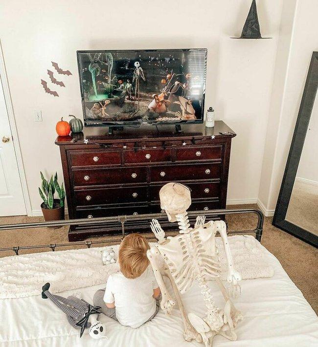 """Xuống dọn kho cùng mẹ, cậu bé 2 tuổi đã tìm thấy """"chân ái"""" của đời mình, nhưng ai cũng phải """"ngã ngửa"""" khi biết danh tính người bạn này - Ảnh 5."""