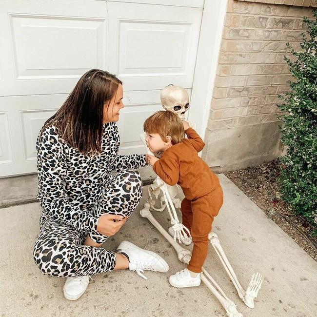 """Xuống dọn kho cùng mẹ, cậu bé 2 tuổi đã tìm thấy """"chân ái"""" của đời mình, nhưng ai cũng phải """"ngã ngửa"""" khi biết danh tính người bạn này - Ảnh 2."""