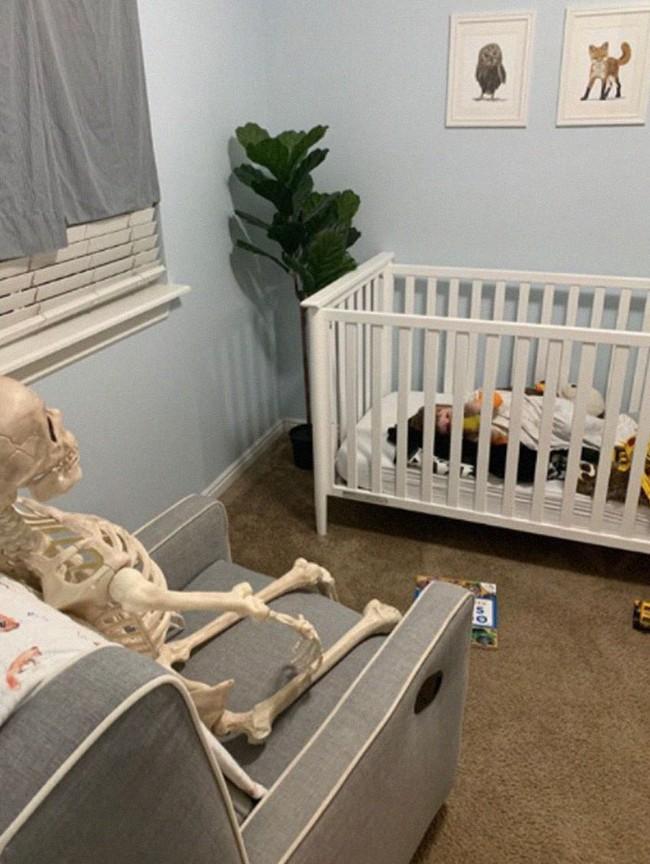 """Xuống dọn kho cùng mẹ, cậu bé 2 tuổi đã tìm thấy """"chân ái"""" của đời mình, nhưng ai cũng phải """"ngã ngửa"""" khi biết danh tính người bạn này - Ảnh 10."""