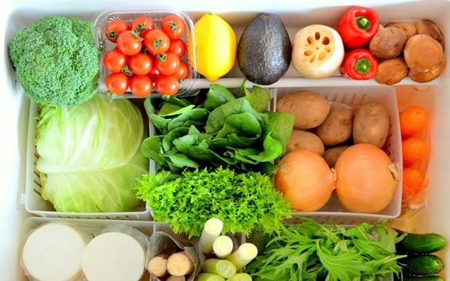 Chỉ với vật dụng quen thuộc này, chị em có thể bảo quản rau củ trong tủ lạnh cả 1 tuần, đảm bảo rau vẫn tươi xanh như vừa mới mua! - Ảnh 1.