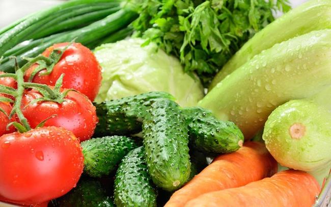 Chỉ với vật dụng quen thuộc này, chị em có thể bảo quản rau củ trong tủ lạnh cả 1 tuần, đảm bảo rau vẫn tươi xanh như vừa mới mua! - Ảnh 2.