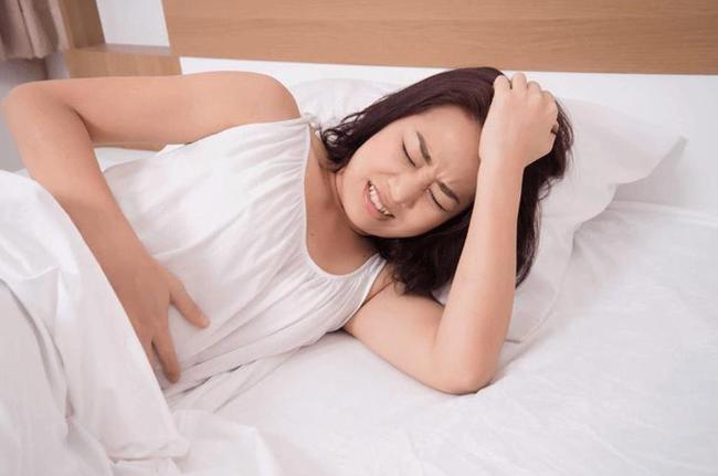 Sau khi yêu đương mùi mẫn với bạn trai, cô gái nhập viện trong tình trạng đau bụng  - Ảnh 1.