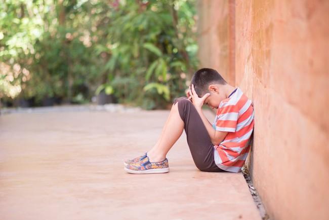 Con trẻ đột ngột có tính cách hướng nội, tự ti và không chịu học, nguyên nhân có khả năng liên quan đến phong thủy bàn học - Ảnh 2.
