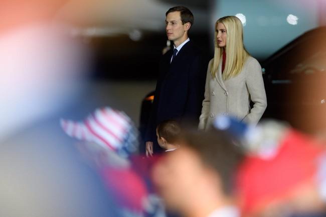 """Tổng thống Mỹ vào viện và có thêm kết quả xét nghiệm Covid-19 của vợ chồng """"nữ thần"""" Ivanka Trump - Ảnh 2."""