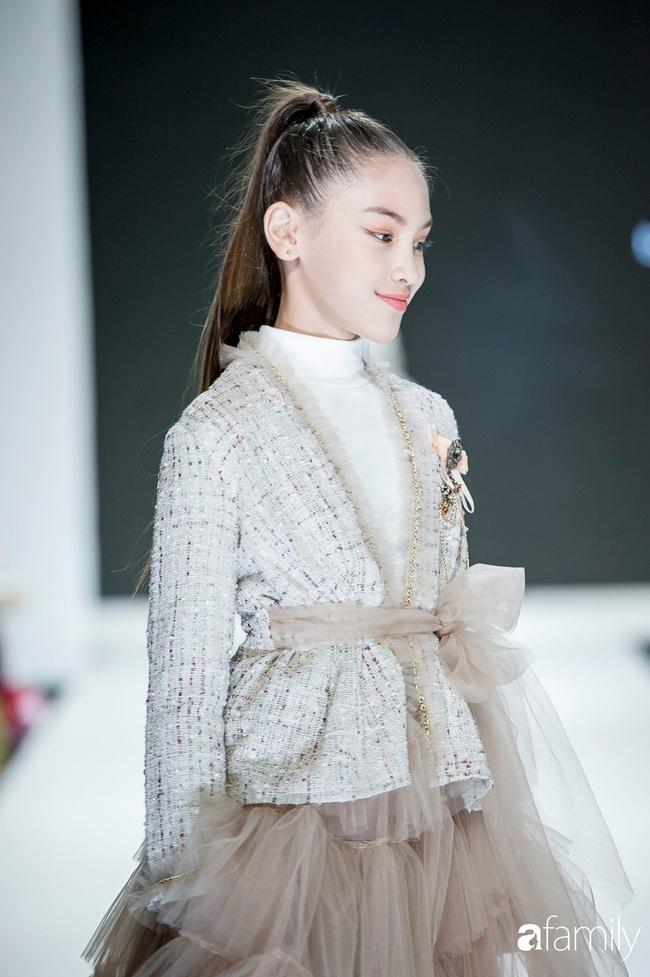 Mẫu nhí 10 tuổi cao 1m62: Gương mặt như Hoa hậu nhưng cách nuôi dưỡng để con đẹp toàn diện của mẹ mới đáng ngưỡng mộ - Ảnh 3.