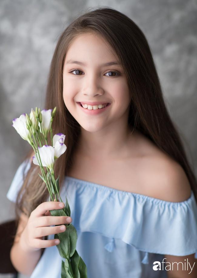 Mẫu nhí 10 tuổi cao 1m62: Gương mặt như Hoa hậu nhưng cách nuôi dưỡng để con đẹp toàn diện của mẹ mới đáng ngưỡng mộ - Ảnh 1.
