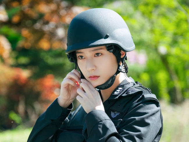 Phim Hàn tháng 10: Màn đổ bộ cực khủng của dàn sao đình đám Lee Dong Wook - Kim Bum, Lee Ji Ah - Eugene (S.E.S) khiêu chiến với nhau - Ảnh 9.
