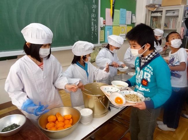 """Trong khi Việt Nam đang tranh cãi chương trình học lớp 1, thì một số quốc gia khác lại có """"cải cách lạ"""": sẵn sàng cho trẻ """"đúp"""" một năm - Ảnh 4."""