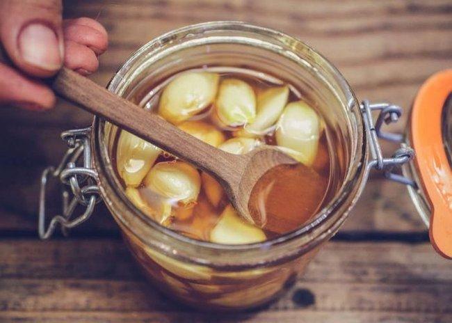 Tỏi ngâm mật ong được coi là thần dược cho sức khỏe vào mùa này nhưng uống khi nào thì tốt nhất? - Ảnh 5.