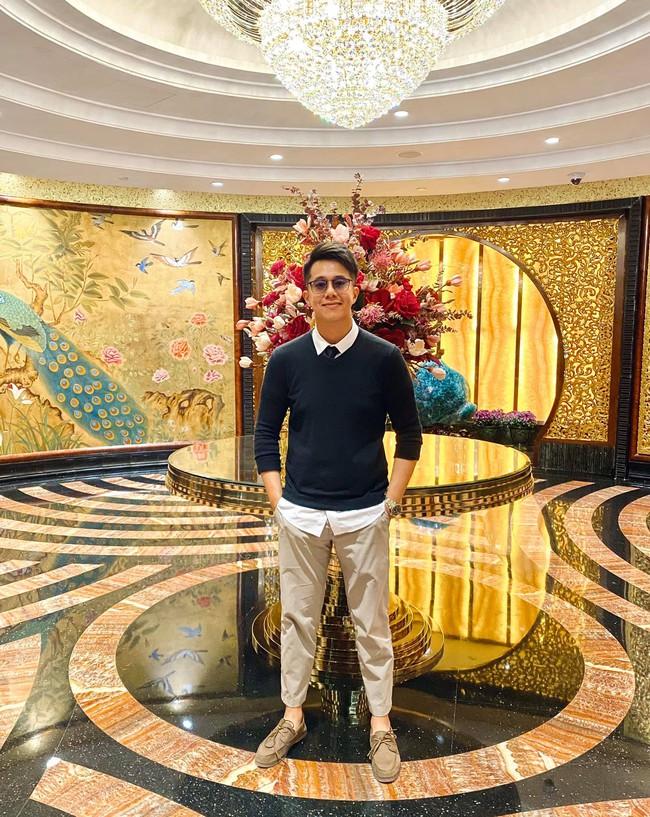 """Bạn trai đại gia của Hương Giang bị """"ghét lây"""": Bị soi mặc đúng 1 chiếc quần từ lúc tham gia """"Người ấy là ai"""", đến khi đi hẹn hò - Ảnh 4."""