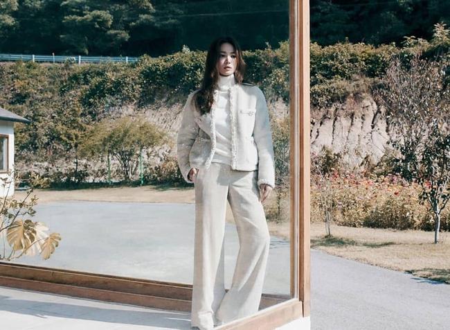 Song Hye Kyo nhận vô vàn lời khen nức nở giữa thông tin từng bị chồng cũ Song Joong Ki nhắn tin thúc ép chuyện ly hôn  - Ảnh 3.