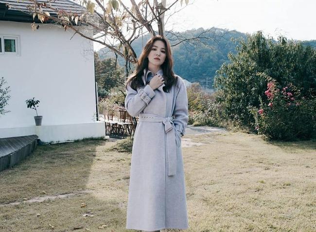 Song Hye Kyo nhận vô vàn lời khen nức nở giữa thông tin từng bị chồng cũ Song Joong Ki nhắn tin thúc ép chuyện ly hôn  - Ảnh 4.