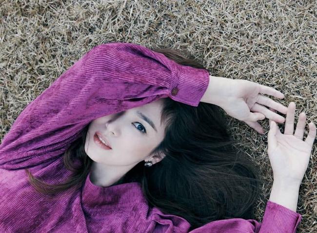 Song Hye Kyo nhận vô vàn lời khen nức nở giữa thông tin từng bị chồng cũ Song Joong Ki nhắn tin thúc ép chuyện ly hôn  - Ảnh 1.