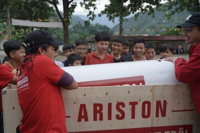 Ariston và hành trình mang sự thoải mái tới hơn 1000 học sinh huyện Hoàng Su Phì - Ảnh 2.