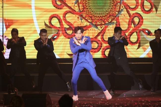 """Ngô Kiến Huy, Đức Phúc diện trang phục """"bung nóc"""", quyết đọ concept """"bữa tiệc"""" của Làn sóng xanh - Ảnh 9."""