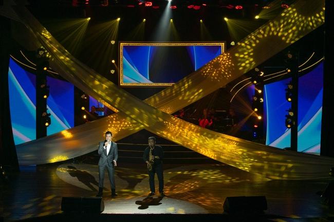 Quang Dũng ngọt ngào song ca cùng Hồng Nhung trong đêm nhạc quyên góp cho đồng bào miền Trung - Ảnh 12.