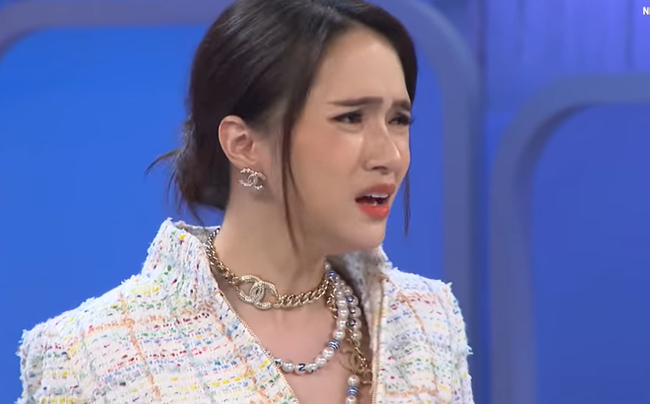 Hương Giang vs Irene (Red Velvet): Hai mỹ nhân sở hữu nhan sắc vạn người mê nhưng cứ hễ không cười là thành ra... khó ở? - Ảnh 15.