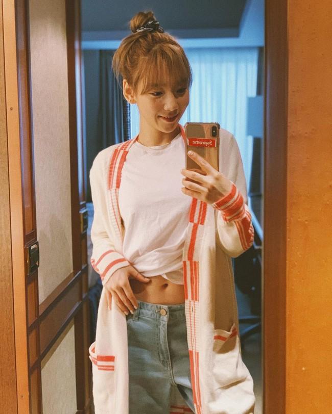 """Ngoài tuổi băm và luôn muốn trông trẻ măng sành điệu, các nàng hãy học style của """"chị đại"""" Taeyeon ngay đi! - Ảnh 9."""