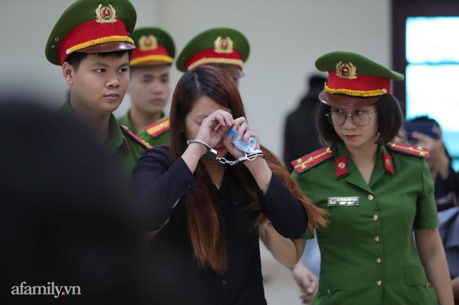 Vụ bé trai bị bắt cóc ở Bắc Ninh: Đến nỗi không nhớ tên con đẻ 'mẹ mìn' cũng phải suy sụp nghe chủ tọa đọc mức án - Ảnh 4.