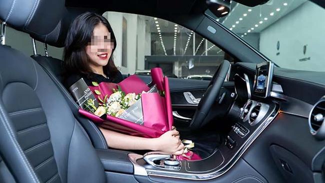 Nữ sinh 19 tuổi đã tậu xe sang 2 tỷ đồng khiến dân mạng xôn xao truy tìm danh tính - Ảnh 1.