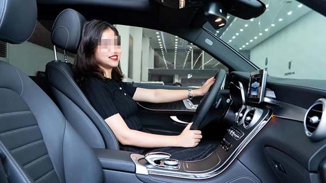 Nữ sinh 19 tuổi đã tậu xe sang 2 tỷ đồng khiến dân mạng xôn xao truy tìm danh tính - Ảnh 2.