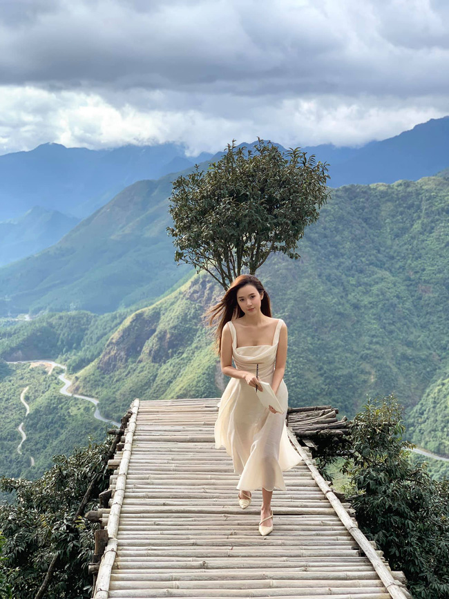 Midu đẹp như tiên nữ giữa khung cảnh thiên nhiên thơ mộng.