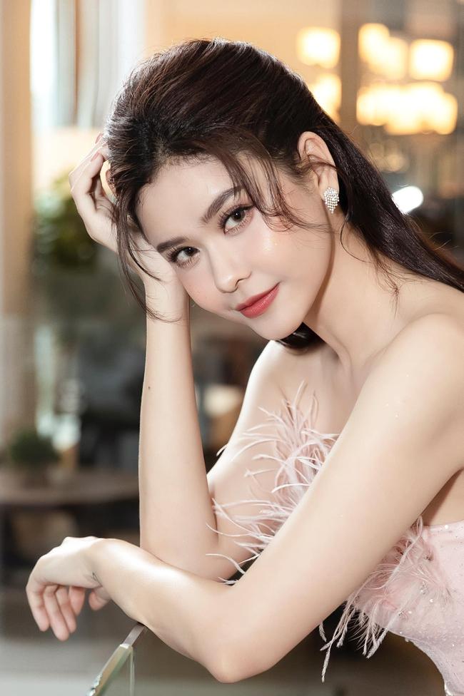 """Trương Quỳnh Anh băn khoăn: """"Dạo này tối hay uống trà. Không biết say trà hay say gì mà ngủ không được?""""."""