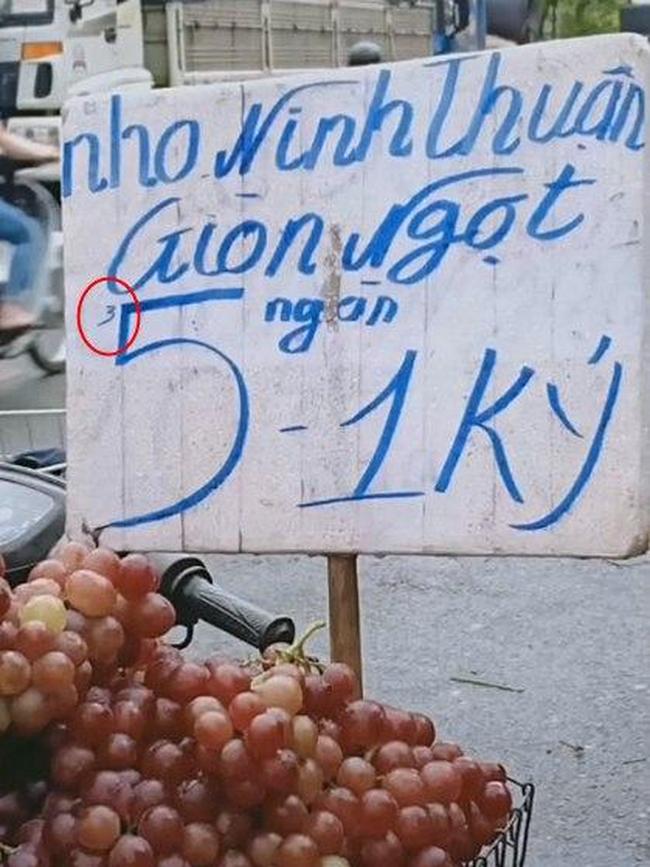 """Màn biến hóa tinh vi """"gây lú"""" của hàng hoa quả vỉa hè khiến nhiều người mắc lừa, mất tiền mua xong vẫn chưa hiểu tại sao - Ảnh 2."""