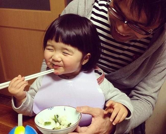 Nhìn cách người Nhật dạy trẻ 2 tuổi thông minh vượt trội, cha mẹ nào cũng muốn học hỏi ngay - Ảnh 3.