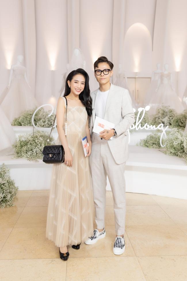 """Con gái Minh Nhựa tình tứ bên chồng, Linh Chi diện váy xẻ cao """"chặt đẹp"""" các cặp đôi khác  - Ảnh 2."""