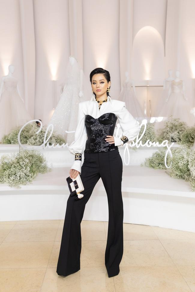 """Con gái Minh Nhựa tình tứ bên chồng, Linh Chi diện váy xẻ cao """"chặt đẹp"""" các cặp đôi khác  - Ảnh 13."""