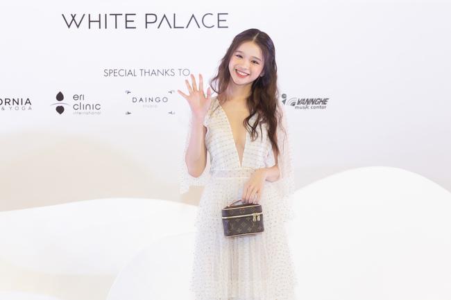 """Con gái Minh Nhựa tình tứ bên chồng, Linh Chi diện váy xẻ cao """"chặt đẹp"""" các cặp đôi khác  - Ảnh 9."""