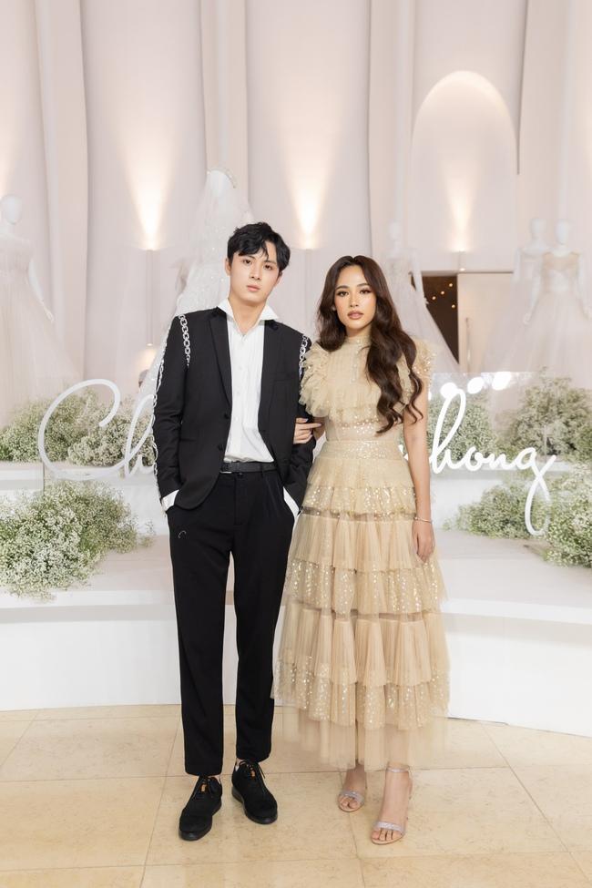 """Con gái Minh Nhựa tình tứ bên chồng, Linh Chi diện váy xẻ cao """"chặt đẹp"""" các cặp đôi khác  - Ảnh 1."""