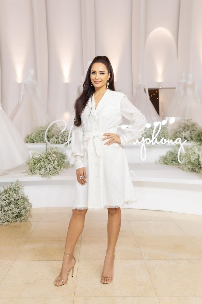"""Con gái Minh Nhựa tình tứ bên chồng, Linh Chi diện váy xẻ cao """"chặt đẹp"""" các cặp đôi khác  - Ảnh 18."""