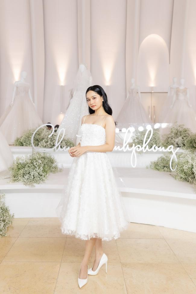 """Con gái Minh Nhựa tình tứ bên chồng, Linh Chi diện váy xẻ cao """"chặt đẹp"""" các cặp đôi khác  - Ảnh 23."""