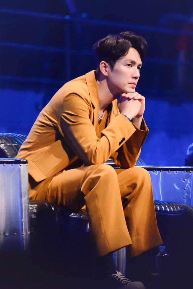 """Trước khi khóc đến mức để Vương Nhất Bác dỗ, """"ông chú U50"""" Chung Hán Lương đã nhảy múa đẹp mê hoặc  - Ảnh 6."""