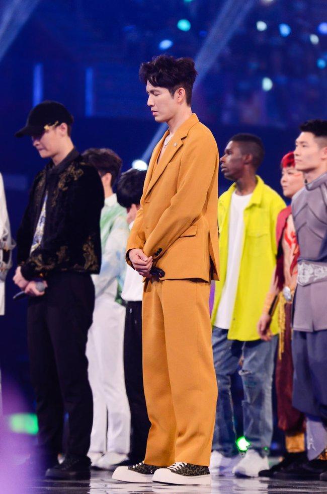 """Trước khi khóc đến mức để Vương Nhất Bác dỗ, """"ông chú U50"""" Chung Hán Lương đã nhảy múa đẹp mê hoặc  - Ảnh 4."""