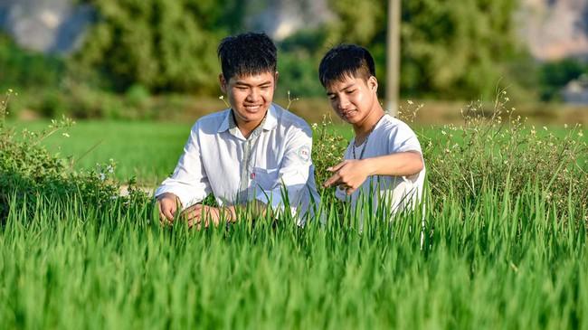 """Nam sinh """"10 năm cõng bạn đi học"""" ở Thanh Hóa không đậu Đại học Y Hà Nội, nhiều người mong muốn nhà trường sẽ đặc cách giúp em đạt được ước mơ - Ảnh 2."""