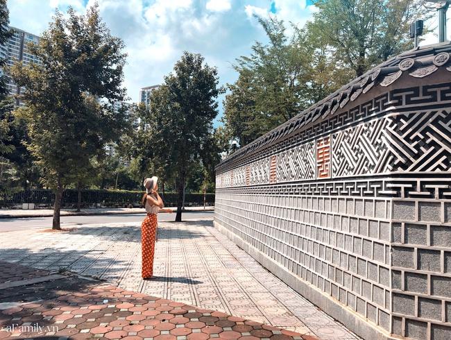 Bức tường Hàn Quốc giống hệt hoàng cung xứ sở kim chi ngay giữa lòng Hà Nội khiến giới trẻ rủ nhau đến check in rầm rộ - Ảnh 4.