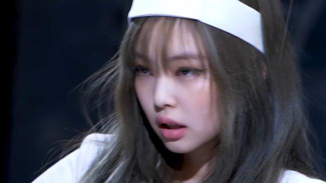 """YG lên tiếng trước cáo buộc tình dục hóa trong trang phục y tá của Jennie, phản ứng của """"chính chủ"""" gây bất ngờ - Ảnh 2."""