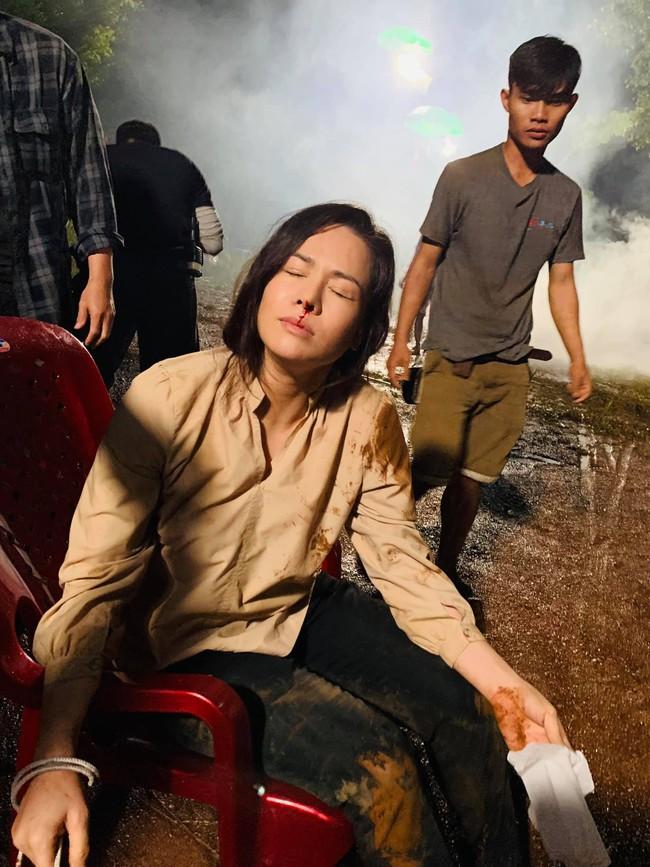 """""""Vua bánh mì"""": Nhật Kim Anh đổ máu, cả người đầy vết thương khi quay cảnh bị bắt cóc  - Ảnh 3. """"Vua bánh mì"""": Nhật Kim Anh đổ máu, cả người đầy vết thương khi quay cảnh bị bắt cóc"""