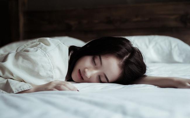Test nhanh những tiêu chuẩn này để biết giấc ngủ của bạn đã đạt chất lượng chưa? Mách bạn 4 cách siêu hiệu quả giúp ngủ sâu, ngủ ngon - Ảnh 2.