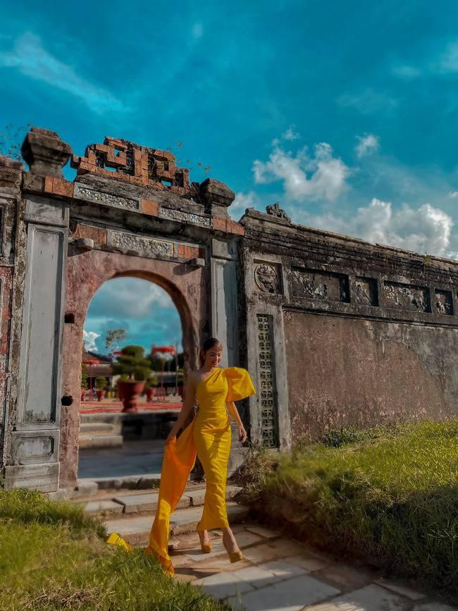 Minh Hằng up hình chụp ở Huế.